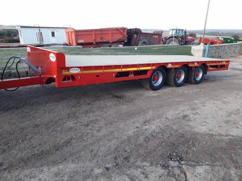 McKee low loader Tri-axle flat bed trailer (700)