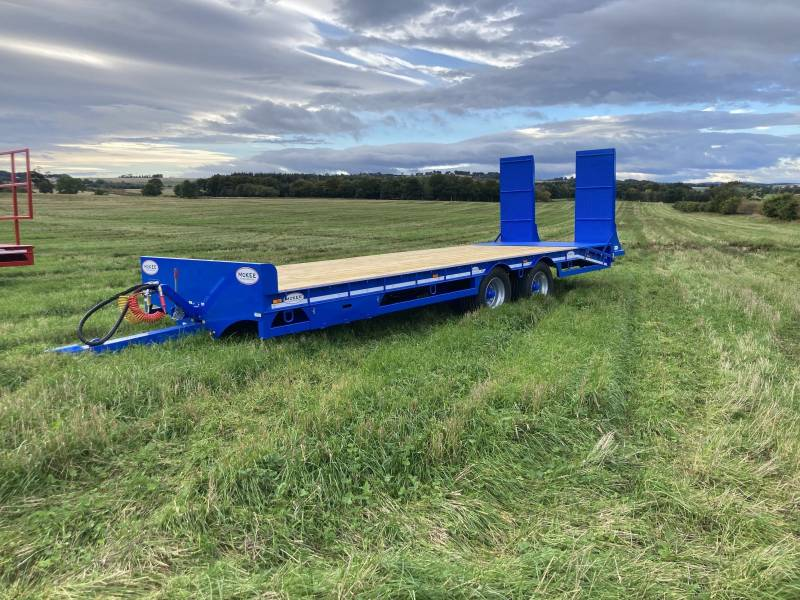 McKee FULL SPEC Low Loaders - choice of green or blue (954)